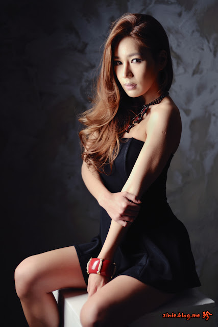 Park Si Hyun in strapless black mini dress
