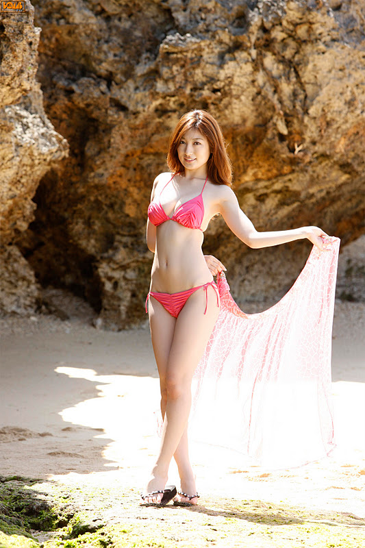 Yoko Kumda – Bikini On The Beach