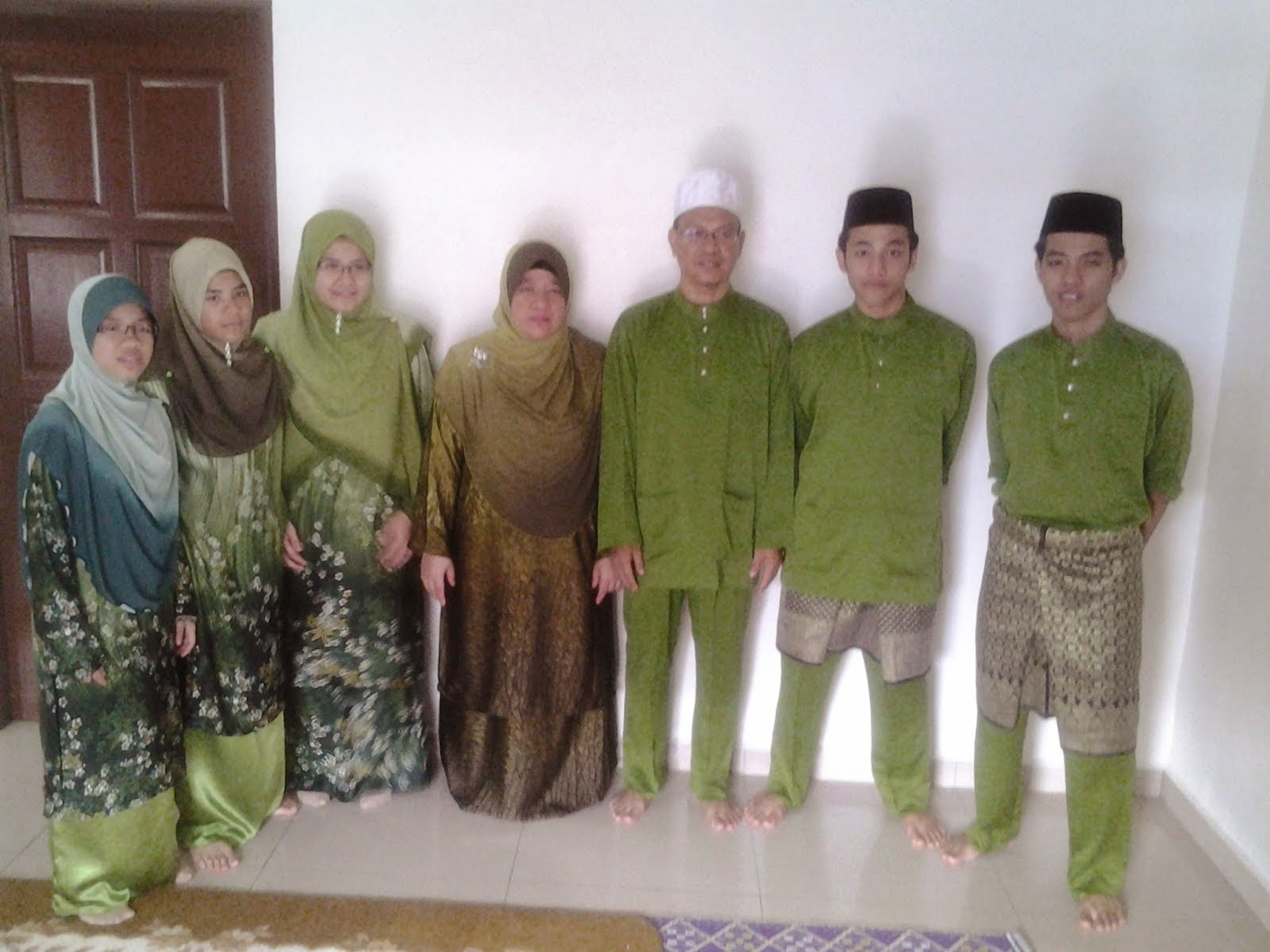 1 Happy Family at Home.