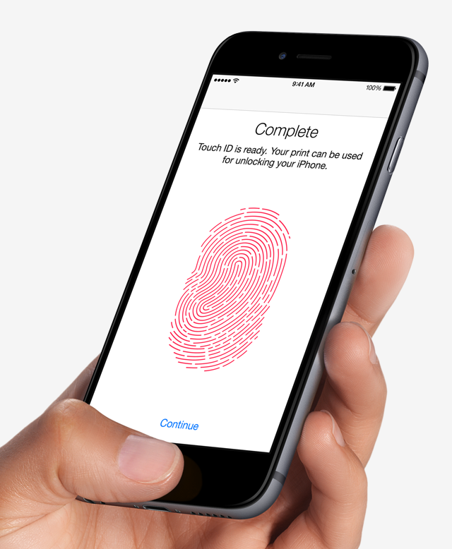 Czarny iPhone 6 podczas konfiguracji Touch ID czyli czytnika linii papilarnych