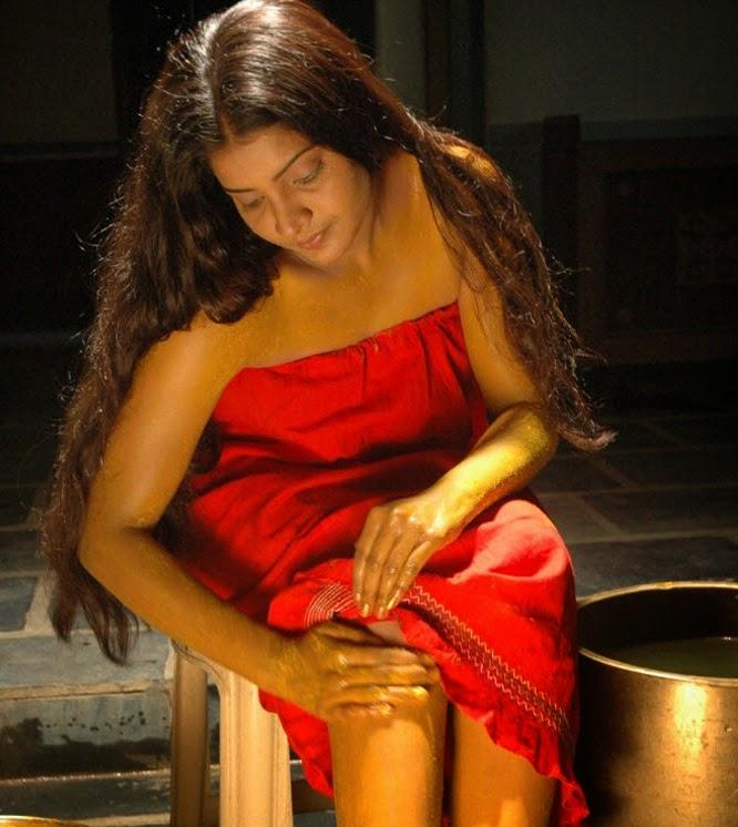 Kerala mallu aunty madhu bathing sexy wet bathroom leaked for Bathroom models in kerala