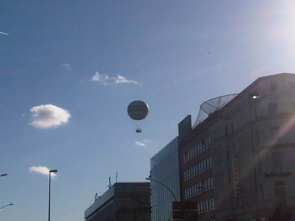 Abendblatt-Ballon Hamburg vom Hauptbahnhof