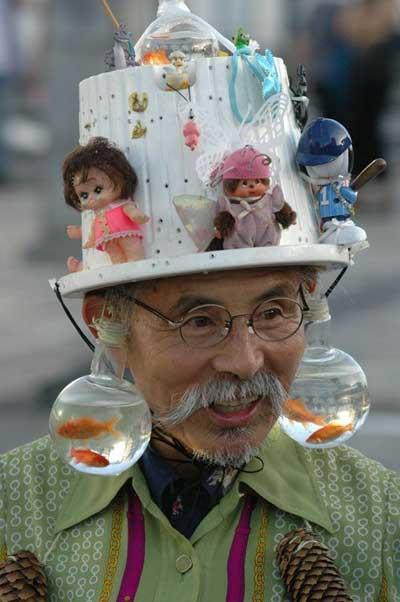 berikut ini ada beberapa kumpulan foto bentuk topi yang unik aneh dan ...