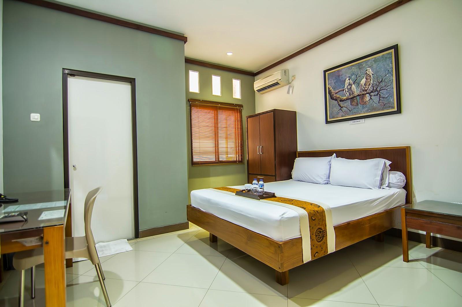 Salah Satu Standard Room Yang Dimiliki Oleh Homestay 106 Surabaya Luas Kamar Kurang Lebih 4m X Dengan Tempat Tidur Ukuran King Size