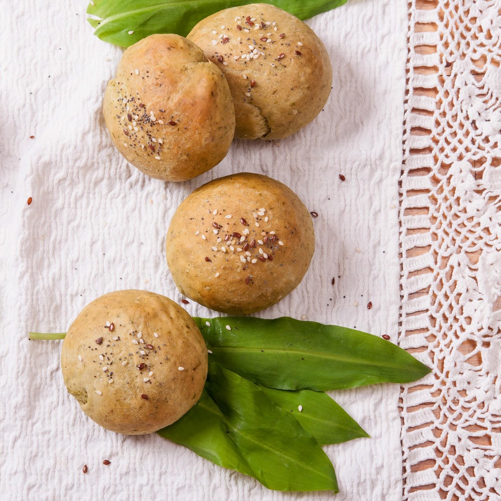 Бързи ароматни хлебчета с див чесън левурда