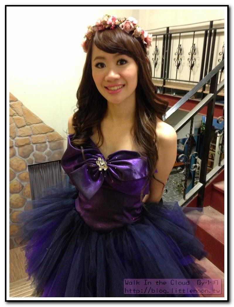 紫色短禮服與花圈