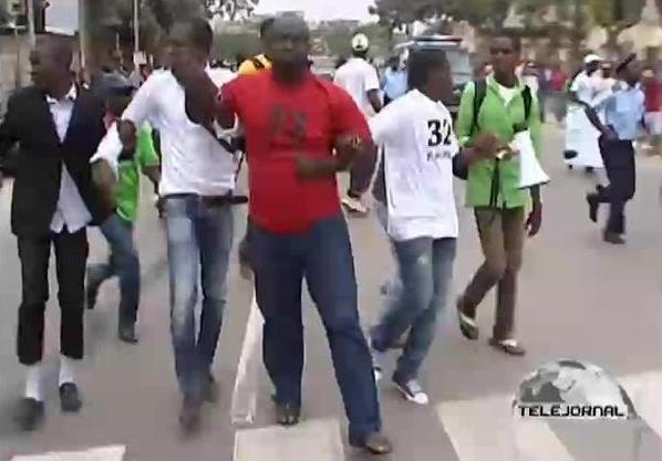 Angola: Início do julgamento dos 25 manifestantes detidos à porta do Tribunal de Luanda