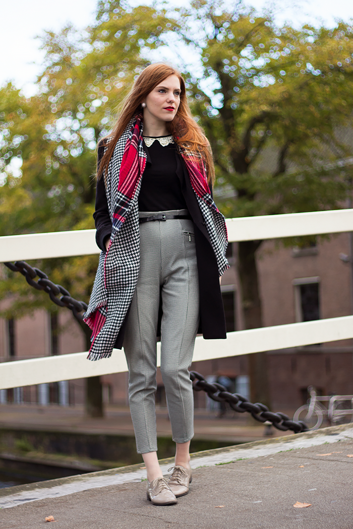 Fashion blogger outfit houndstooth / pied de poule pants and double sided primark scarf
