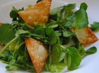 """Salada de Folhas Verdes com """"Croutons"""" de Pastel (vegana)"""