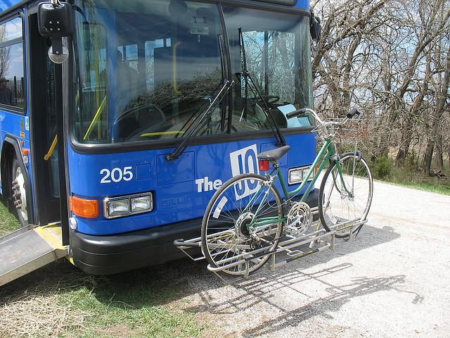 Transporte coletivo com racks para bicicletas