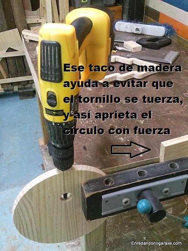 Cómo sujetar el círculo en el tornillo de apriete. Enredandonogaraxe.com