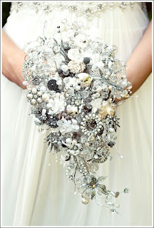 Silver-brooch-bouquet-by-debbie-carlisle-via-Absolute-Perfection