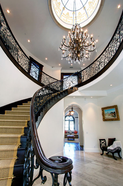 Luxury stairs gallery august 2011 for Luxury staircase