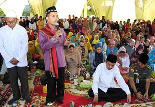 Foto ustad maulana saat berceramah
