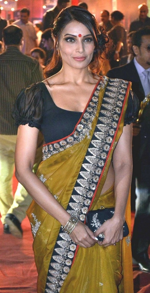 bipasha basu sex in saree