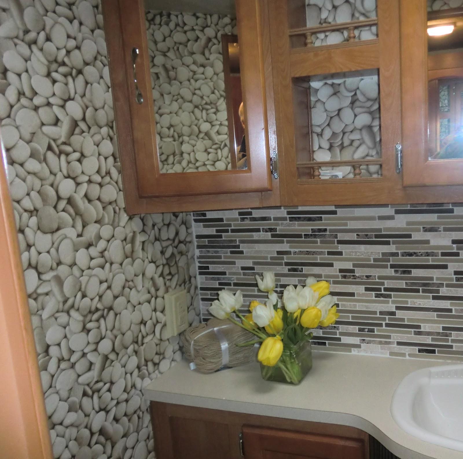 http://4.bp.blogspot.com/-tvz7taB4hXo/T8VMoI7E4pI/AAAAAAAABec/8a6s--rd_Rw/s1600/bathroom+wallpaper.jpg
