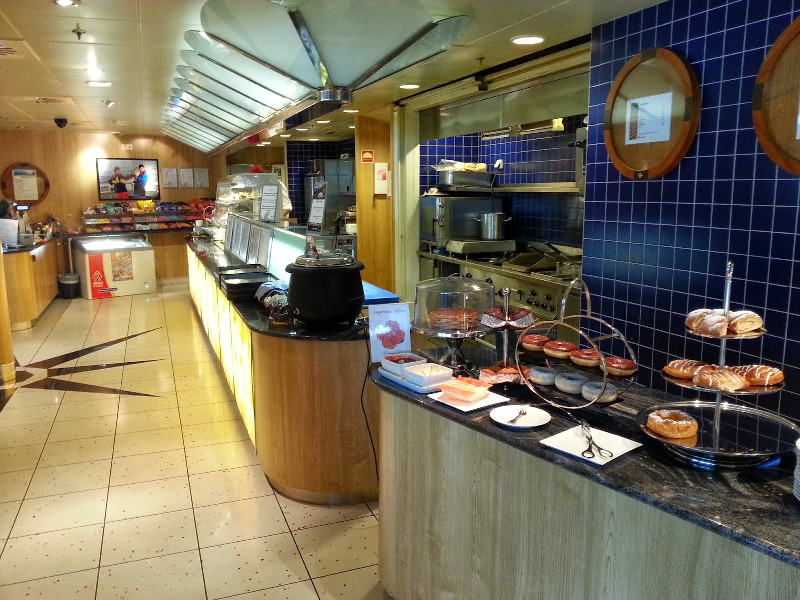 Hurtigruten MS Midnatsol - Cafe