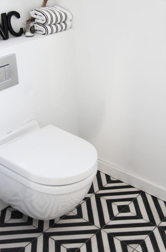 Black bathroom bliss. Image by Elisabeth Heier