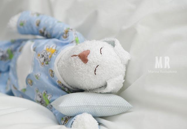 Спальный зайчик. Игрушка в кроватку. Подушка. Игрушки ручной работы. Марина Рослякова. Marina Roslyakova. Hand made toys