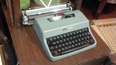 Slivetti Letters 32 Typewriter Seafoam Green
