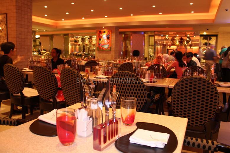 Sg lucky plaza staff still virgin - 4 5