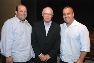 Vice-prefeito, Márcio Catão, ex-prefeito de Gramado, Pedro Bertolucci, e o presidente da Câmara, Mauricio Lopes