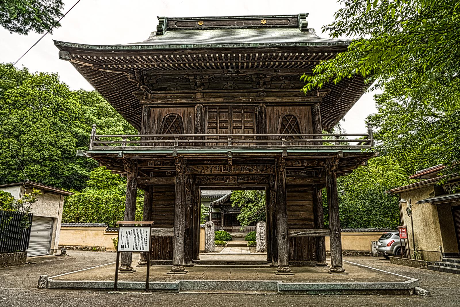 武蔵國分寺、楼門の全体を写した写真