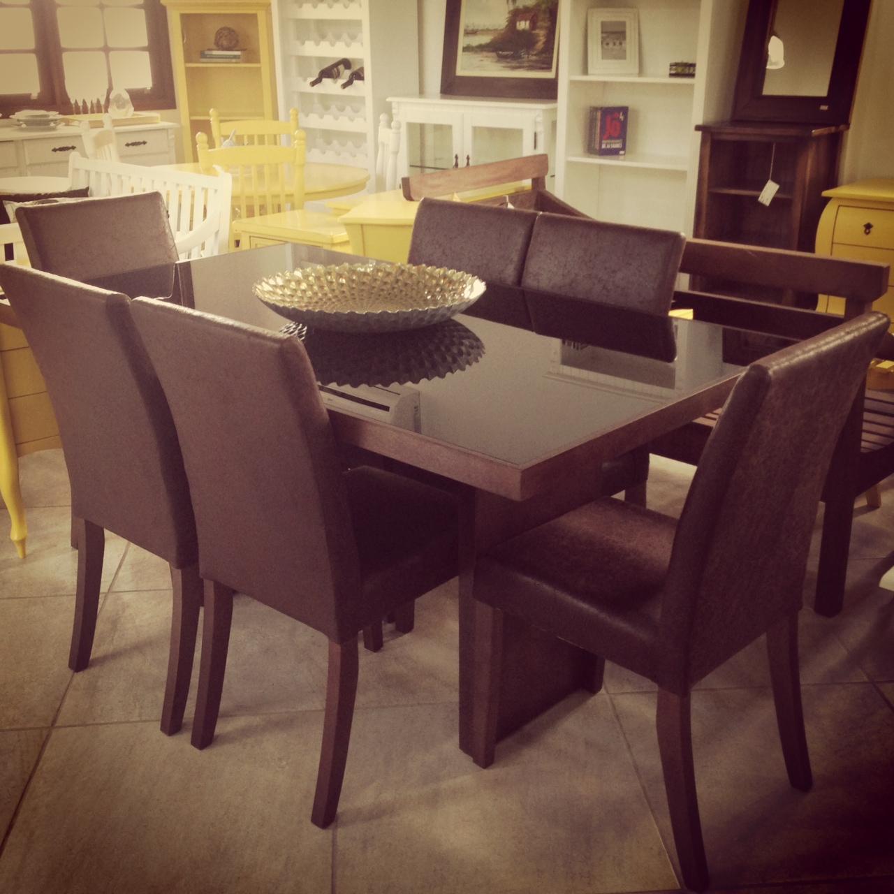 jantar com mesa de madeira vidro preto e cadeiras estofadas com couro  #A38628 1280x1280