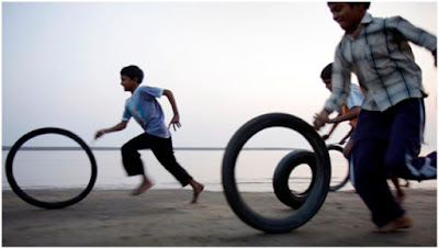 Cycle tyre race
