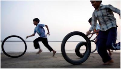 Cycle tyre race