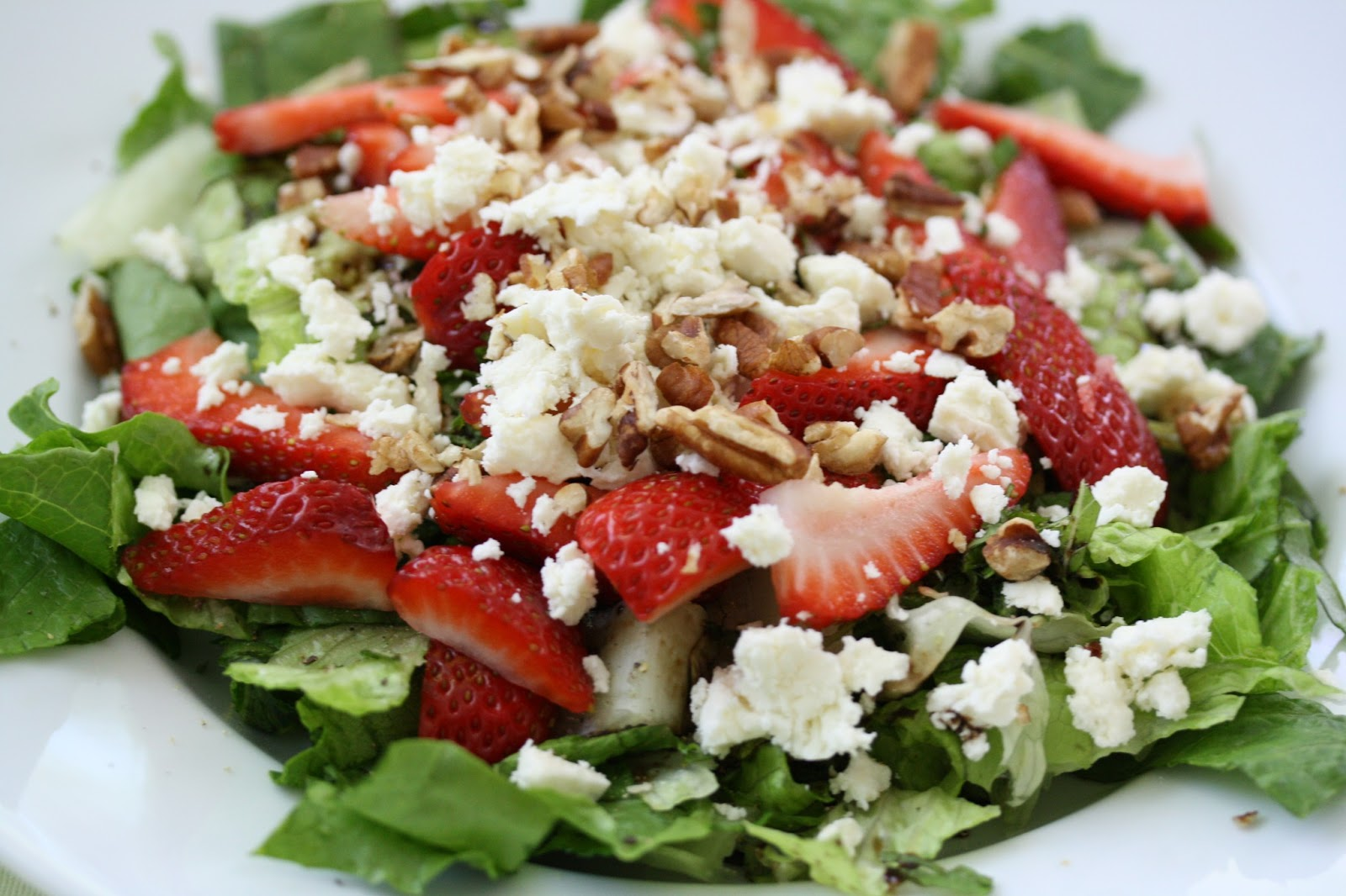 Hot Dinner Happy Home: Strawberry and Feta Salad