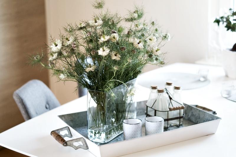 flowers jungfer im gr nen nigella. Black Bedroom Furniture Sets. Home Design Ideas
