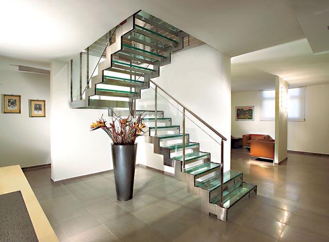 Decoración y arquitectura: escaleras de metal  metal stairs