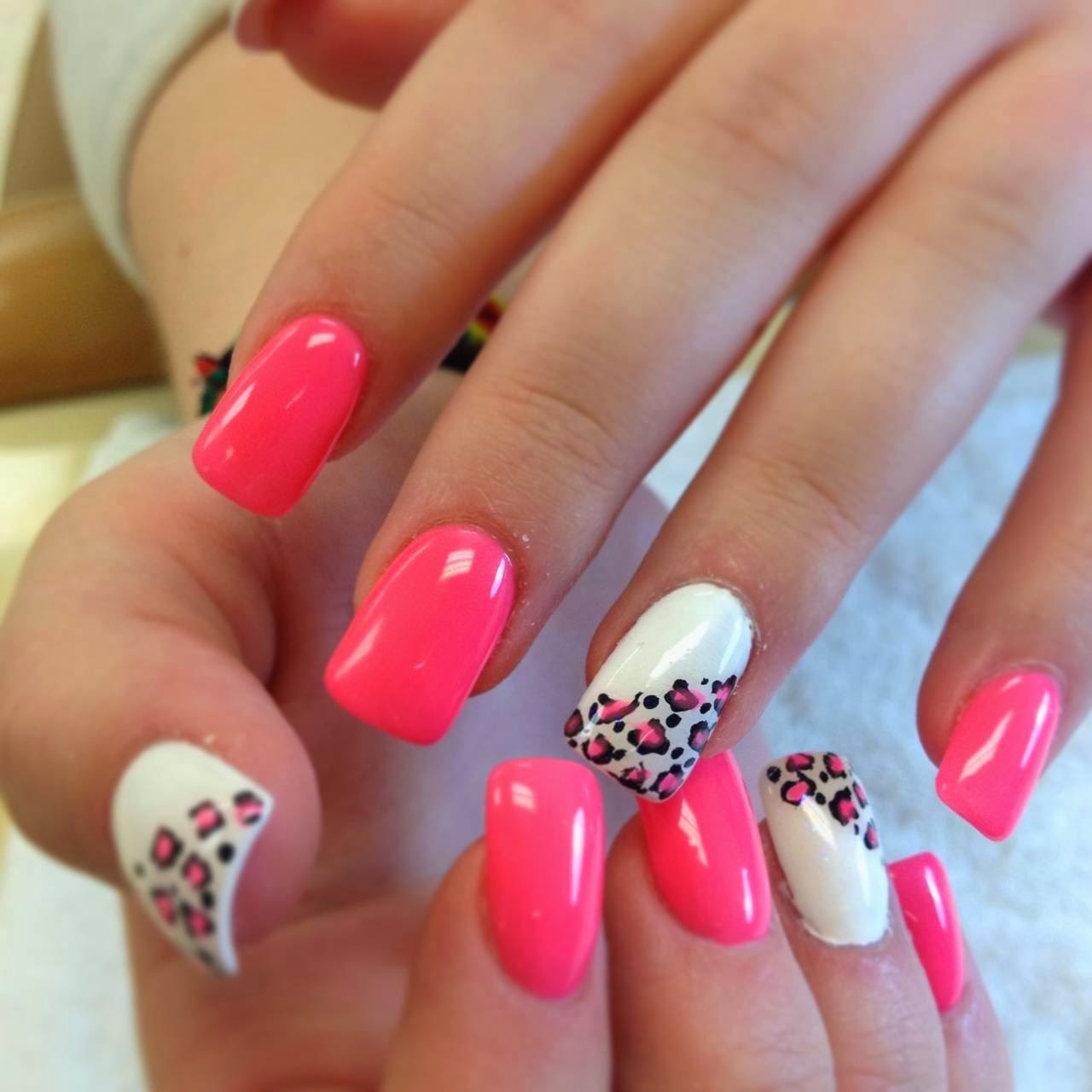 Adorable Nail Art: Summer Acrylic Nail Designs