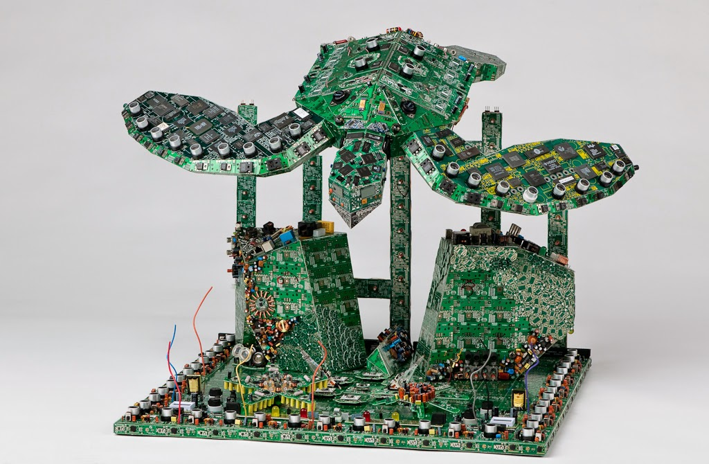 04-Sea-Turtle-Steven-Rodrig-Upcycle-PCB-Sculptures-from-used-Electronics-www-designstack-co