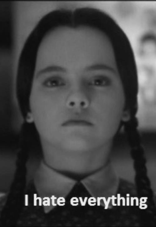 La mitica Mercoledì Addams è cresciuta. Ammetto di non seguirla più come quando ero ragazzina, ne ho perso le tracce dopo Il mistero di Sleepy Hollow, ... - christina%2Bricci