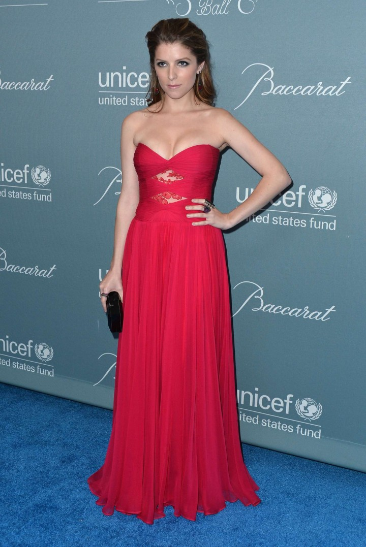 Anna Kendrick In A Strapless Reem Acra Dress At The 2014