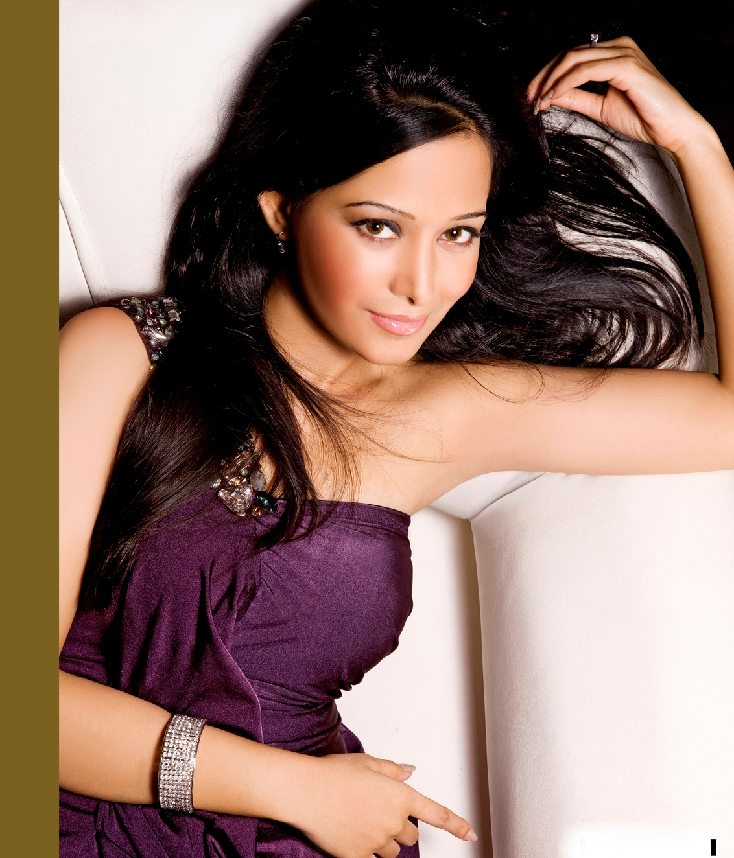 Preetika Rao Hot Photo Shoot - Celebrity Photos HD