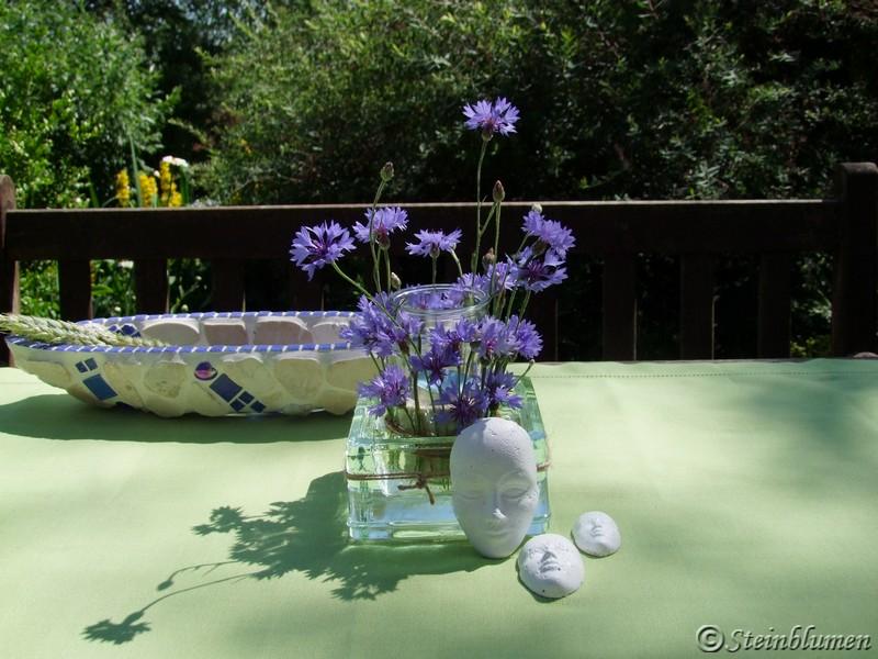 Tischdeko mit Kornblumen