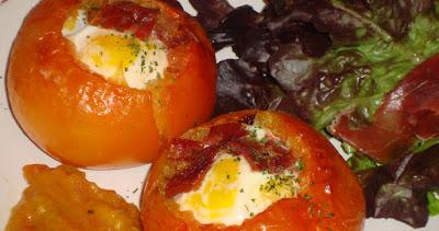 Tomates rellenos de huevo y jamón