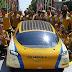 Un equipo de estudiantes consigue dar la vuelta al mundo en un coche movido por energía solar.