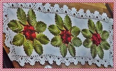 Caminho de mesa de crochê com flores barroco