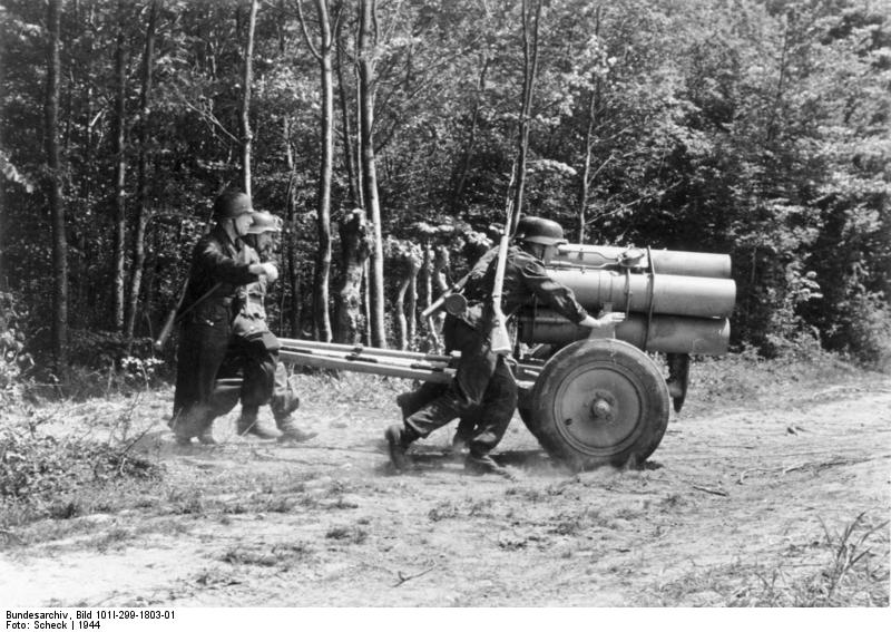 Las Reglas de la Guerra: Armas Remolcadas Bundesarchiv_Bild_101I-299-1803-01,_Frankreich,_21cm_Nebelwerfer