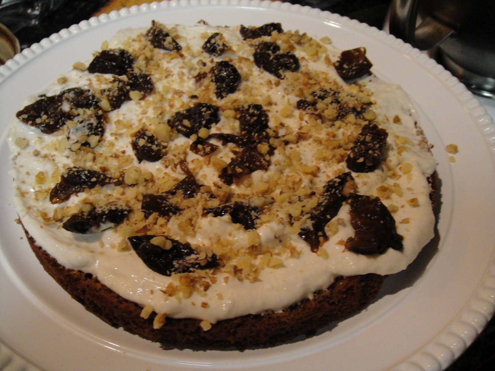 Sponge cake with prunes and walnuts: a recipe, cooking features and reviews 89