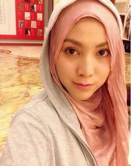 5 Selebriti Wanita Malaysia Yang Paling Kerap Berselfie Setiap Hari - Tabek Puang