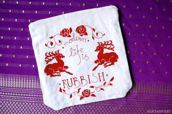 aliciasivert, alicia sivert, alicia sivertsson, modern life is rubbish, saksamlarpåse, blur, for tomorrow, quote, citat, embroidery, broderi, needlework, cross stitch, korsstygn, korsstygnsbroderi, handarbete, embroidered pouch, återbruk, ufo, unfinished object