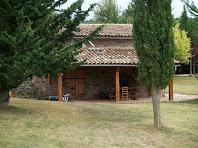 La façana nord-oest amb porxo de El Biaix