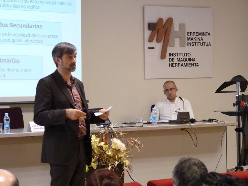 Foto Josep Maria Canyelles intervenint