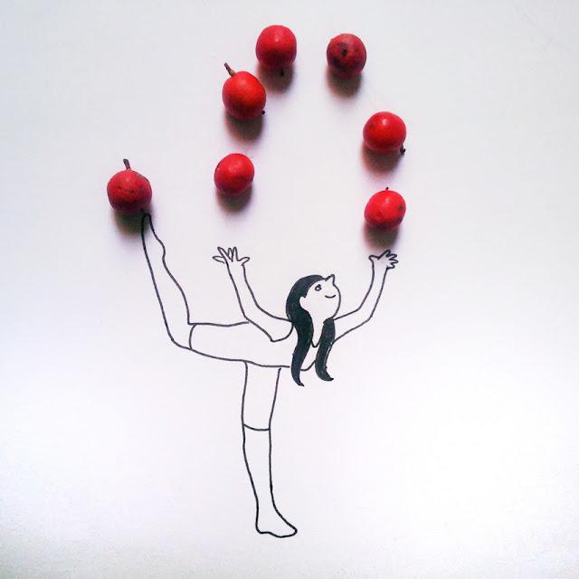 Malabarista con bayas rojas como bolas