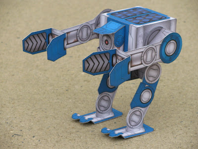 bachsy 04 Poseable papercraft robot